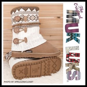 MUK LUKS TAN WHITE ANKLE BOOTIES KNIT BOOTS A3C